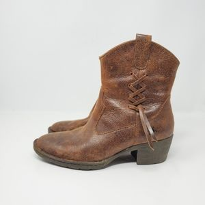 Born leather side lace bootie Beautiful light brow